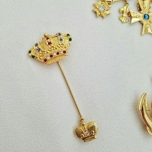 Jewelry - Vintage Royal Crown Jewel Gold Toned Brooch Pin