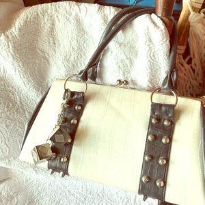 Not your ordinary Luz De Ville handbag