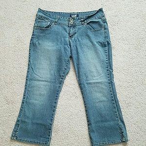 Angels Pants - Blue jean Capri pants ( juniors)