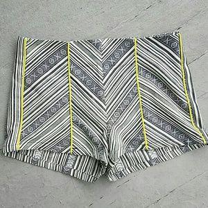 Flying Tomato Pants - Tribal pattern high-rise shorts
