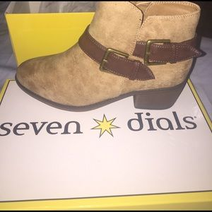 seven dials  Shoes - Brand new in box 📦 tan booties