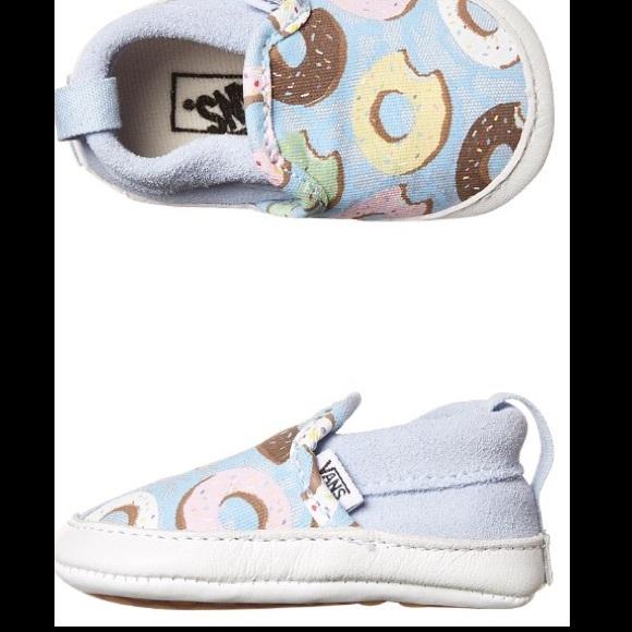 1ef3865b36bfb6 2 pair Van crib shoes Blk   White  blue donuts 0-3
