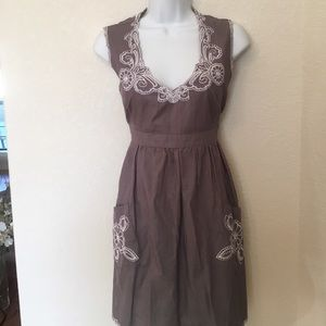 Pauln KC Dresses & Skirts - Adorable embroidered grey dress