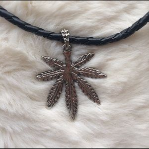 HUF Jewelry - Weed leaf necklace
