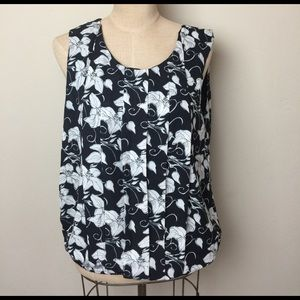 Anthropologie loose fit pleat floral top/low back