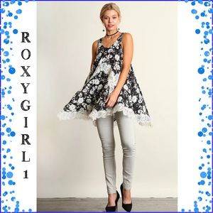 Umgee Tops - UMGEE  Black & White Floral Mix Tunic