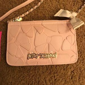 Betsey Johnson Handbags - 🇺🇸SALE🇺🇸NWT Betsey Johnson Blush Pink Purse