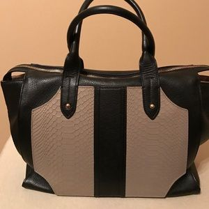 GiGi New York Handbags - Gigi of New York Gates Satchel 🌸🌹SALE!!🌹🌸