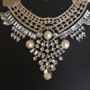 Jewelry - Stunning Necklace
