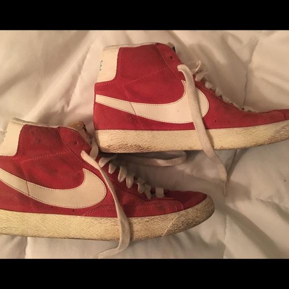 SALE: Old school Nike Red Sneakers