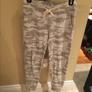 Monrow Pants - Monrow white camo joggers