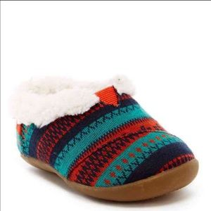TOMS Other - TOMS - little kid slippers