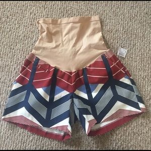 A Pea in the Pod Pants - New with tag a pea in the pod shorts size small