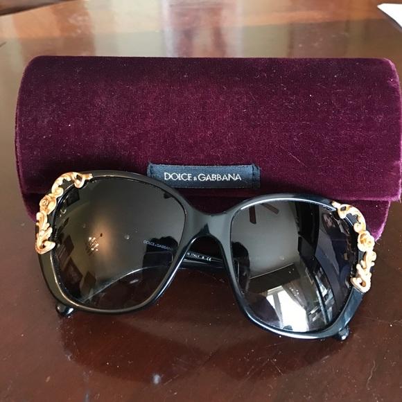 af7ada5e77d Dolce   Gabbana Accessories - Dolce   Gabbana gold accent sunglasses!