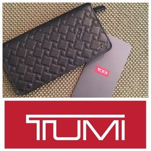 Tumi Handbags - 💕🎉Host Pick 💕😀Tumi women's wallet