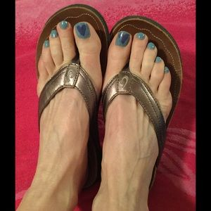 OluKai Shoes - Kumu cute metallic leather sandals great condition