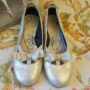 kenzie Shoes - Kenzie 5.5 silver flats