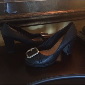 Fossil Shoes - Fossil. Black grain leather classic buckle heels.