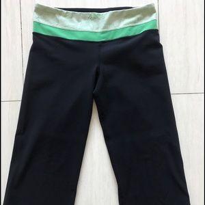 lululemon athletica Pants - Lululemon reversible cropped legging