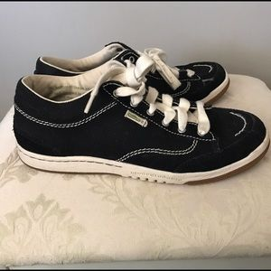 Simple Shoes - 🌿ECO FRIENDLY Simple sneakers in black/cream sz 8