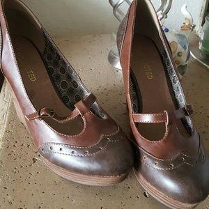 Restricted Shoes - Brown Oxford wedges