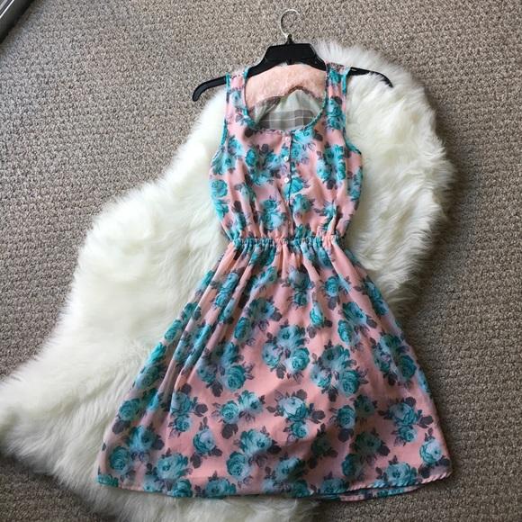 Dresses & Skirts - Floral Mini Dress - Size Medium