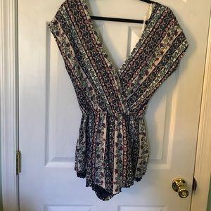 iris & ivy Dresses & Skirts - Open back romper