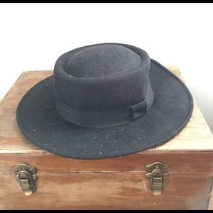 boutique Accessories - Black felt flat brimmed fedora