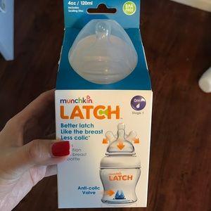 Munchkin 4oz latch anti colic valve bottle stage 1