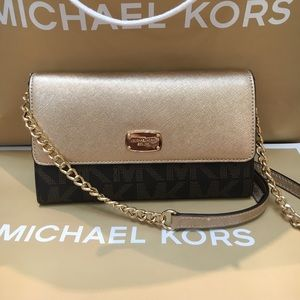 Michael Kors Handbags - 🌷😘MK crossbody🌷brown/gold