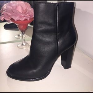 VINCE HIGH ANKLE BOOTIE