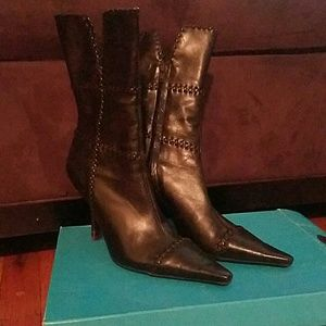 Pointed toe below the calf women's boots