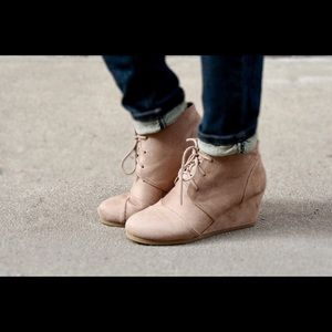 Wedge taupe booties
