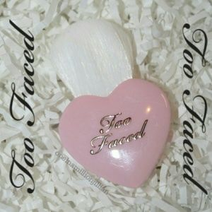 Too Faced Other - 🎀 LE Too Faced Heart Buki Brush