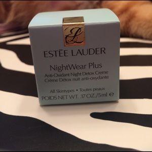 Estee Lauder Other - Estée Lauder Nightwear Plus