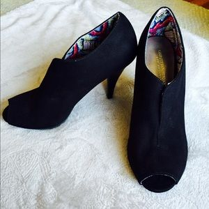 Christian Siriano Shoes - 👠Black heel booties👠