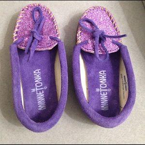 Minnetonka Other - Girl purple glitter Minnetonka moccasins 9