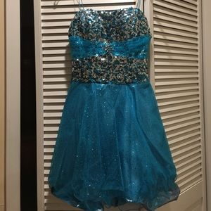 Dresses - Blue prom/party dress