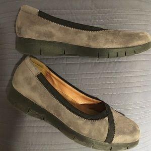 Clarks Shoes - ❄️SALE❄️ Clarks Nubuck Shoes - Daelyn Hill