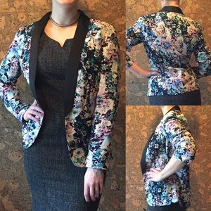 Floral print tuxedo blazer