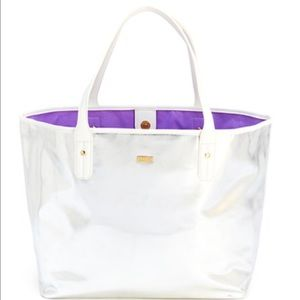 ban.do Handbags - 🔵🎂Super cute silver 👜 tote🎂🔵
