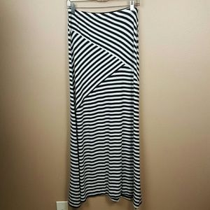 🌟 Charlotte Russe Black & White Maxi Skirt Size L