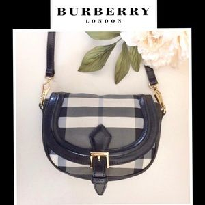 Burberry Handbags - ❤️️Auth❤️️BURBERRY Small Messenger Handbag Purse
