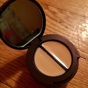 Other - Laura Mercer undercover pot concealer