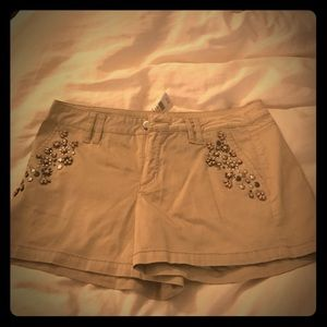 Cache Pants - Cache cotton spandex short with beaded detail