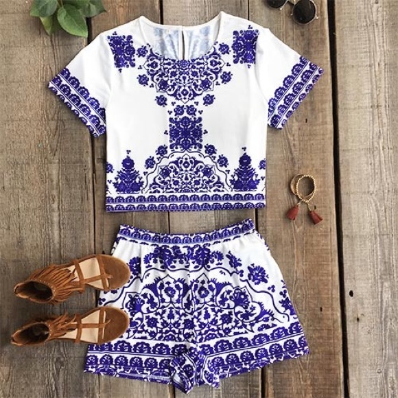 96ac35ddbf67cf cupshe Tops - Printed blue and white porcelain matching set