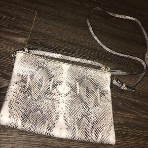 Old Navy Handbags - 🍍NWOT Old Navy Snakeskin Crossbody Bag🍍