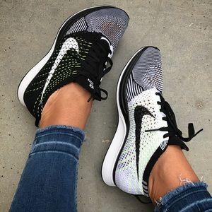 Nike Shoes - NWB 👣 UNISEX NIKE FLYKNIT RACER 7m | 8.5w