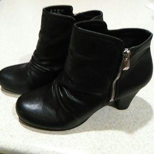 Fergalicious Shoes - Fergalicious 8W black ankle boots