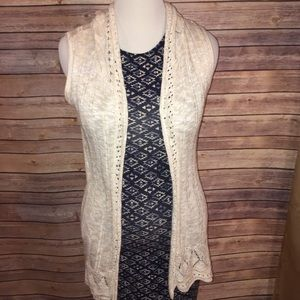 Rue 21 Sweaters - 👋🏼🌷5 for $25 👋🏼🌷Hooded Sweater Vest